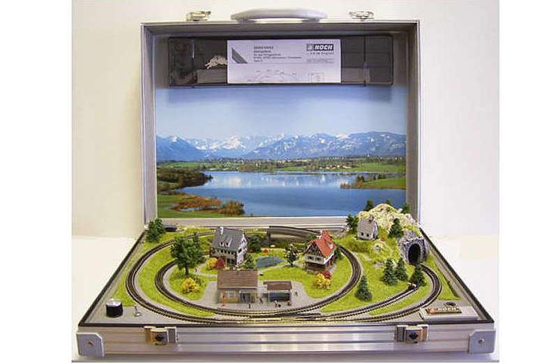 """画像1: 鉄道模型 ノッホ NOCH 88101 Zゲージ ブリーフケース トランクレイアウト """"ブルメナウ Blumenau"""" 50x37cm"""