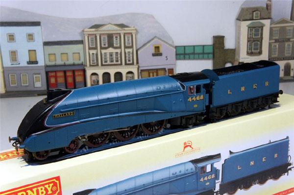 画像1: 鉄道模型 HORNBY ホーンビィ R2339 LNER blue class A4 マラード号 蒸気機関車 ooゲージ